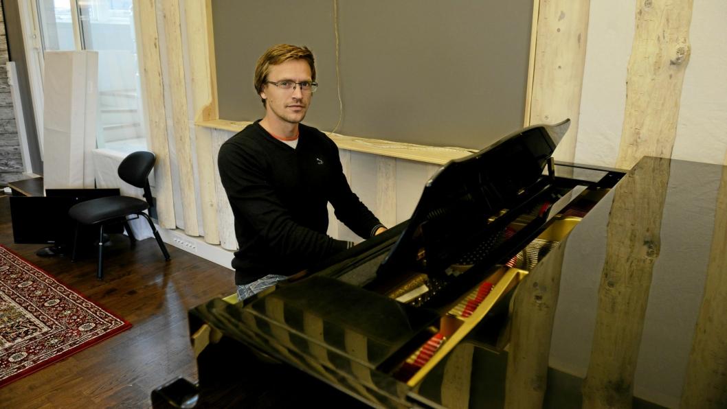 MUSIKER OG PRODUSENT: Trond Kjelsås har startet sitt eget plateselskap, og nettopp gitt ut den første platen på LydFest, en akustisk plate med gitarist Petter Richter.
