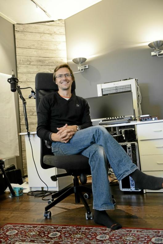STORE DRØMMER: Trond Kjelsås i studioet sitt på Sofiemyr. Han drømmer om å jobbe med de store orkestrene.