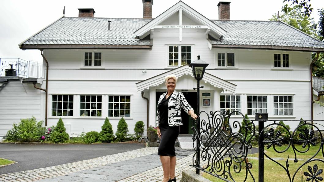 JUBILANT: Villa Sandvigen fyller 160 år i 2019 og markedssjef  Lena Garstad, gleder seg til å servere gjestene mat fra Roald Amundsens festmenyer.