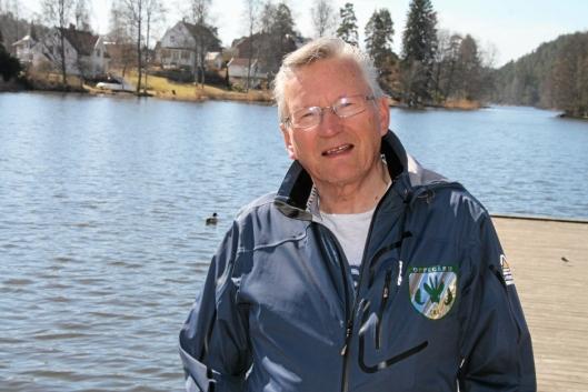 – KAN VÆRE FLERE ÅRSAKER: – Det kan være flere årsaker til fiskedød, sier Trygve Solstad.