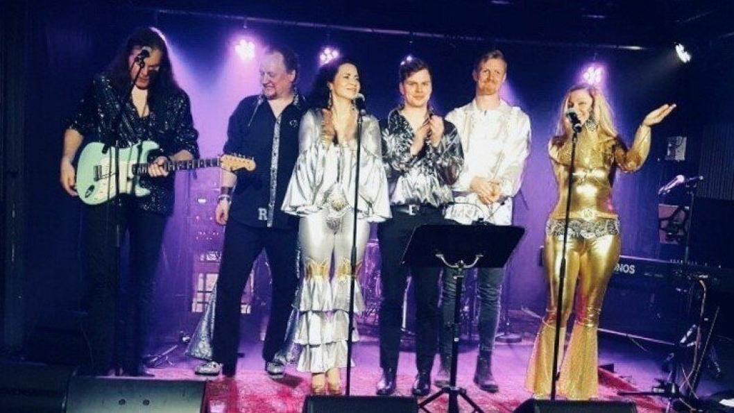 PARTY-STEMNING: Lørdag 13. oktober blir det garantert høy stemning når tributebandet Voulez Vous opptrer i Kolben kulturhus.