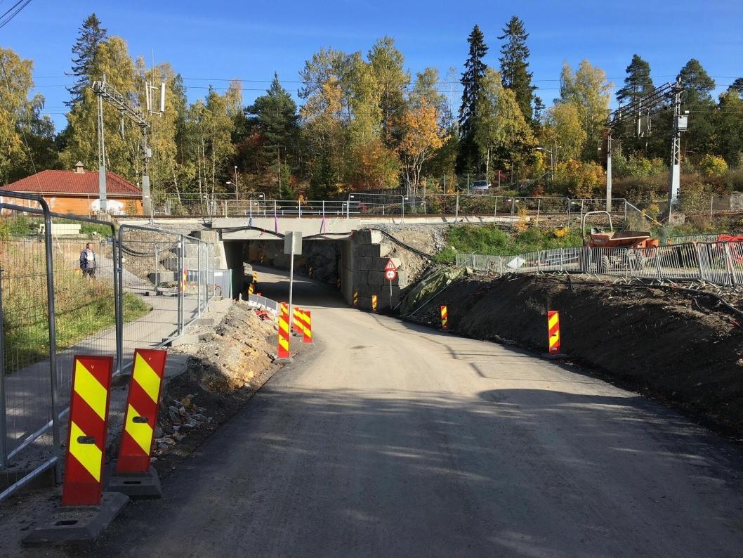 FRA 2,7 TIL 4,1 METER: Kulverten ved krysset i Theodor Hansens vei og Solbråtanveien har blitt senket ned og utvidet fra 2,7 til 4,1 meter i høyde.