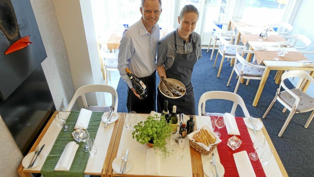 BENVENUTO: Vebjørn K. Aarflot og Stine Langerud Høgset har pyntet huset i italienske farger og kjøpt inn dorade-fisk og pastamel. Neste uke er det italienske dager på Gamle Tårnhuset.