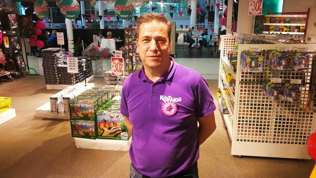 LEGGER NED: Butikksjef John Ivar Sundén legger ned leketøysbutikken på Kolbotn Torg.