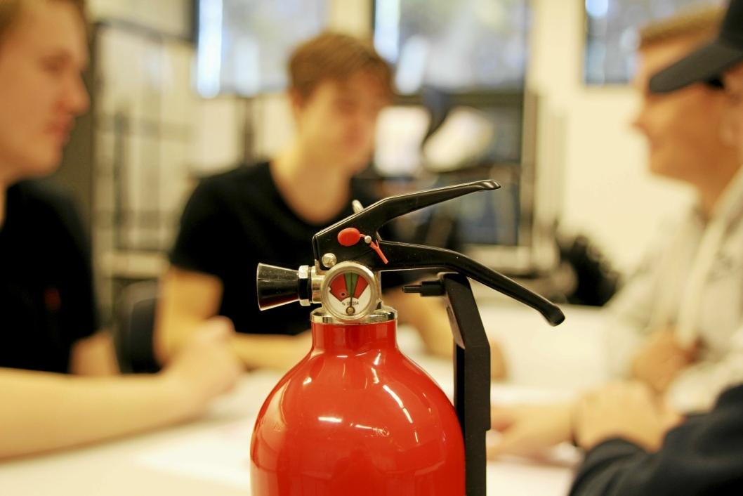 IDEEN: Ungdomsbedriften FireSec UB mener at det skal være mulig å koble en sensor på trykkmåleren i brannslukningsapparater. Via en app kan sensoren varsle dersom trykket i apparatet ikke er tilfredsstillende, samt når det er tid for rutinesjekk av utstyret.