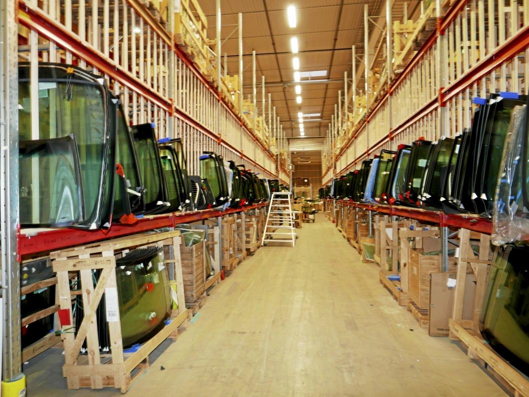 LAGRER BILGLASS: Saint-Gobain, Europas største distributør av byggevarer, leier også lagerlokaler i Fløisbonnveien 2-4.