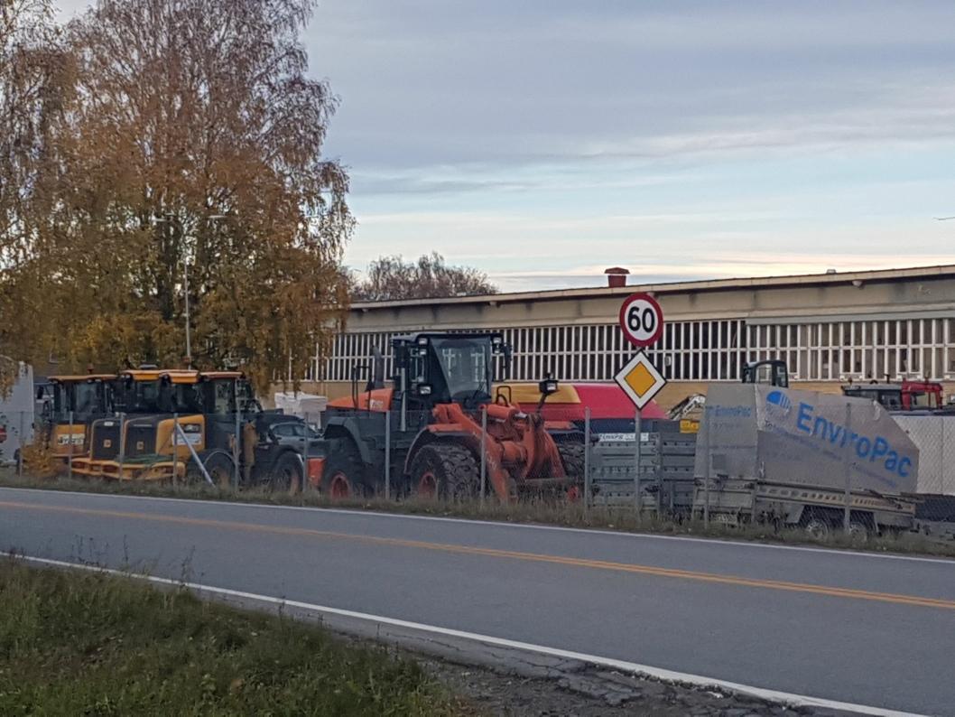 NY LEIETAKER: Entreprenør- og anleggsgartnerfirmaet Steinar Gjersrud & Co har nylig flyttet inn på DSV-eiendommen i Kongeveien 47.