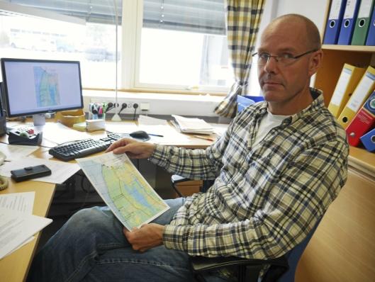 FORKLARER: Plansjef Stig Bell i UTE Oppegård.