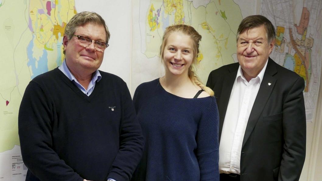 HAR SNUDD I SAKEN: På bildet kan du se Ole Joveng (U), Ida Lindtveit Røse (KrF) og Kjell Pettersen (H) som kom med en gledelig nyhet for innbyggerne på Svartskog.