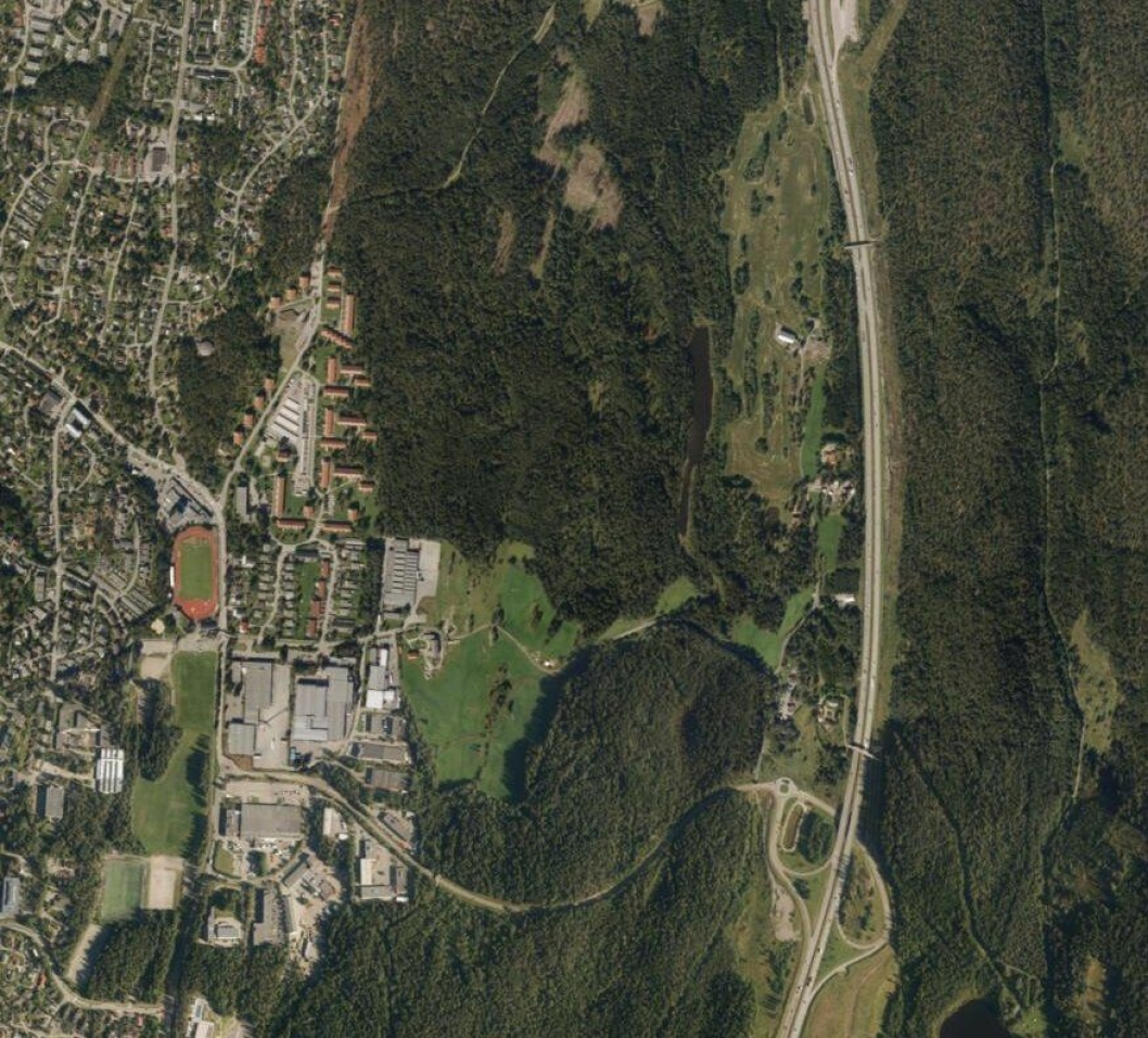 2016: Slik så området på Taraldrud ut for to år siden. Beredskapssenteret skal være vest for E6.