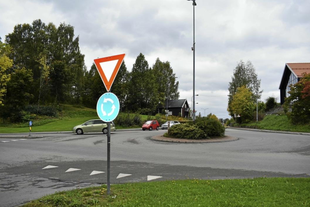 RUNDKJØRINGEN: På bildet kan du se rundkjøringen i Skiveien/Kolbotnveien.