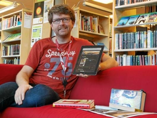 Hans Martin Enger har til daglig sitt virke som bibliotekar på Oppegård bibliotek.