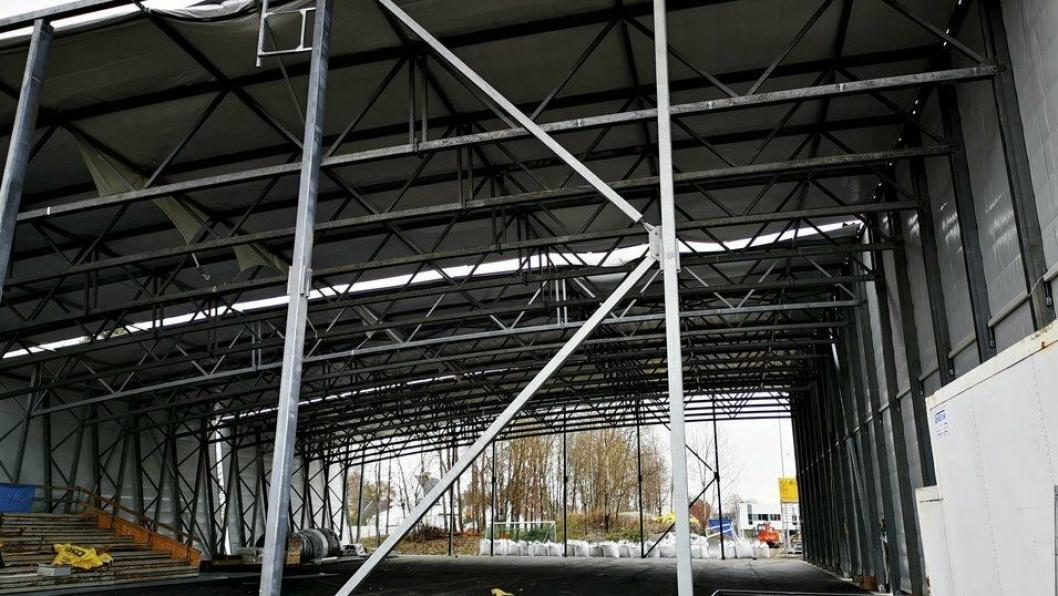 RIVES: Idrettshallen på Nordstrand var i ferd med å bli revet da Oppegård Avis besøkte området i Oslo for noen uker siden. Nå kan denne hallen havne på Østre Greverud.