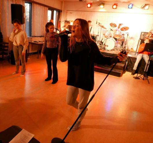 OPPTRER I FLERE ROLLER: Ingrid Tørnby synger, danser og spiller skuespill.