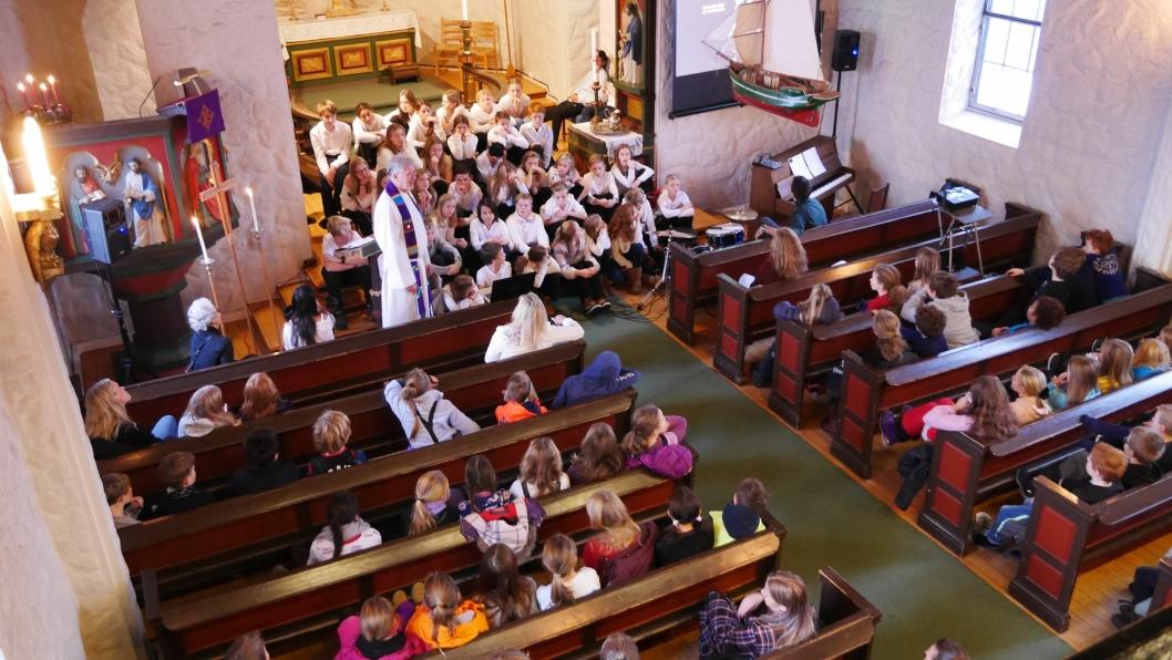 GOD JUL!: Det var flotte toner i Kolbotn kirke, fredag formiddag.