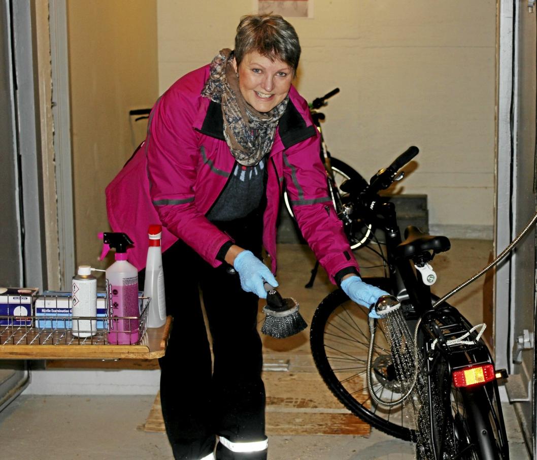 SETTER STOR PRIS: Spesialkonsulent Eva Eimstad setter stor pris på tilrettelegging for syklistene på sykehjemmet.