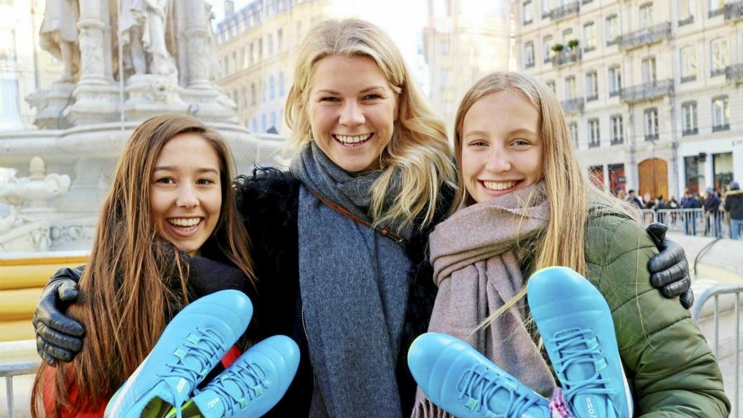 JUBEL: Ada (t.h.) og Andrine med bronsemedaljer for KIL. Søstrene vant bronse i Toppserien med KIL både i 2010 og 2011