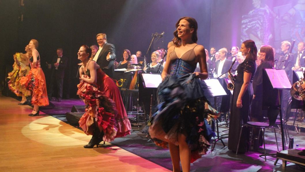 MANGFOLDIG: Dansenumrene ble en ekstra dimensjon i nyttårskonserten.
