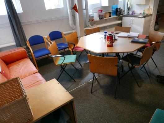 KAFFE PÅ BORDET: Tirsdager og torsdager i sesongen finner du alltid kaffe på bordet i møtelokalene til RA-klubben.