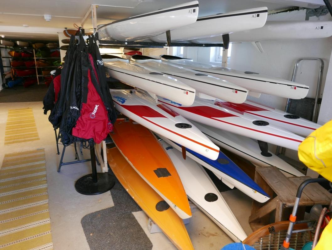 TRENGER IKKE EGET UTSTYR: Som medlem i RA kan du låne kajakken og alt annet av utstyr til eget bruk. Klubben er godt rustet med attraktive båter og utstyr, og spesialbåter for spesielle behov. Foto:Yana Stubberudlien