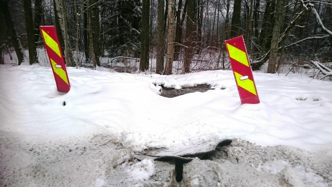 ENDELIG STANS: Bildet viser at utslippene til Kolbotnvannet er stoppet og slangene tatt bort. Foto: Oppegård kommune