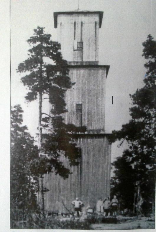 Slik så det gamle branntårnet ut. Det ble bygget i 1910 og ble revet cirka 1960.