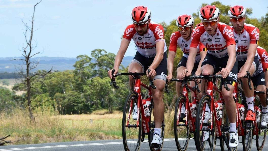 HARDTRENINIG: Laget til Carl Fredrik Hagen har ligget 14 dager i trening og akklimatisering i Australia før Touren. Carl Fredrik foran til høyre.