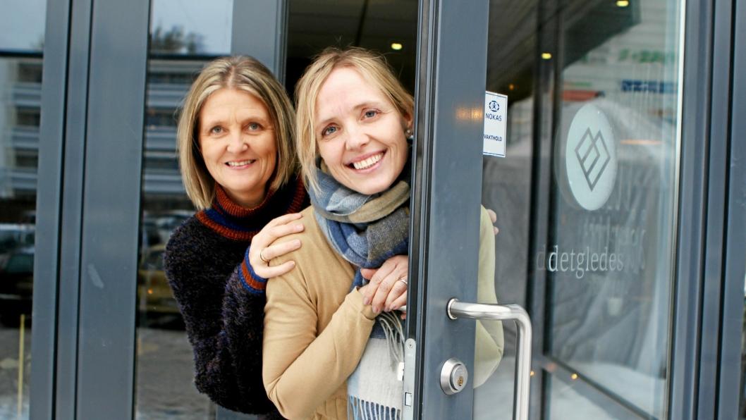 """Sølvi Nyhus Amundsen (t.v.) og Marina Iren Tunstad har stått på de siste dagene. Lørdag åpner de dørene til """"detgledes"""" på Tårnåsen senter."""