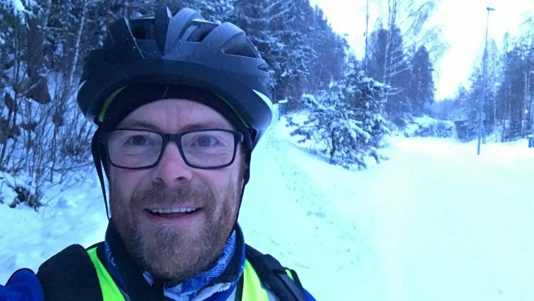FORNØYD: Fornøyd vintersyklist i Oppegård.