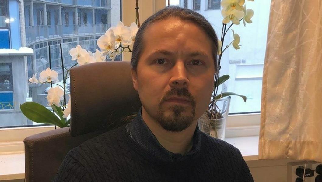 SOLID ERFARING: Seksjonsleder i RUStelefonen, Sturla Kristoffer Naas Johansen (43), som er bosatt på Kolbotn, har jobbet med rusproblematikk i over 20 år.