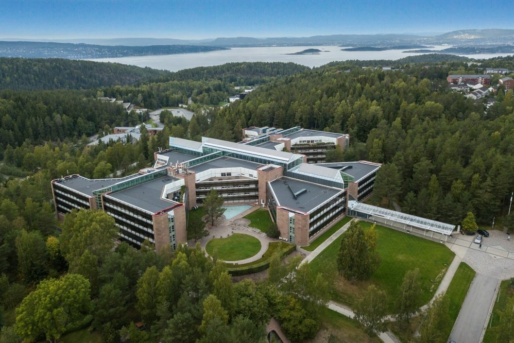 KJENT SOM IBM-BYGGET: Bygget til Rosenholm Campus, som holder til i Rosenholmveien 25, har seks etasjer og ble oppført i 1986 for IBM.
