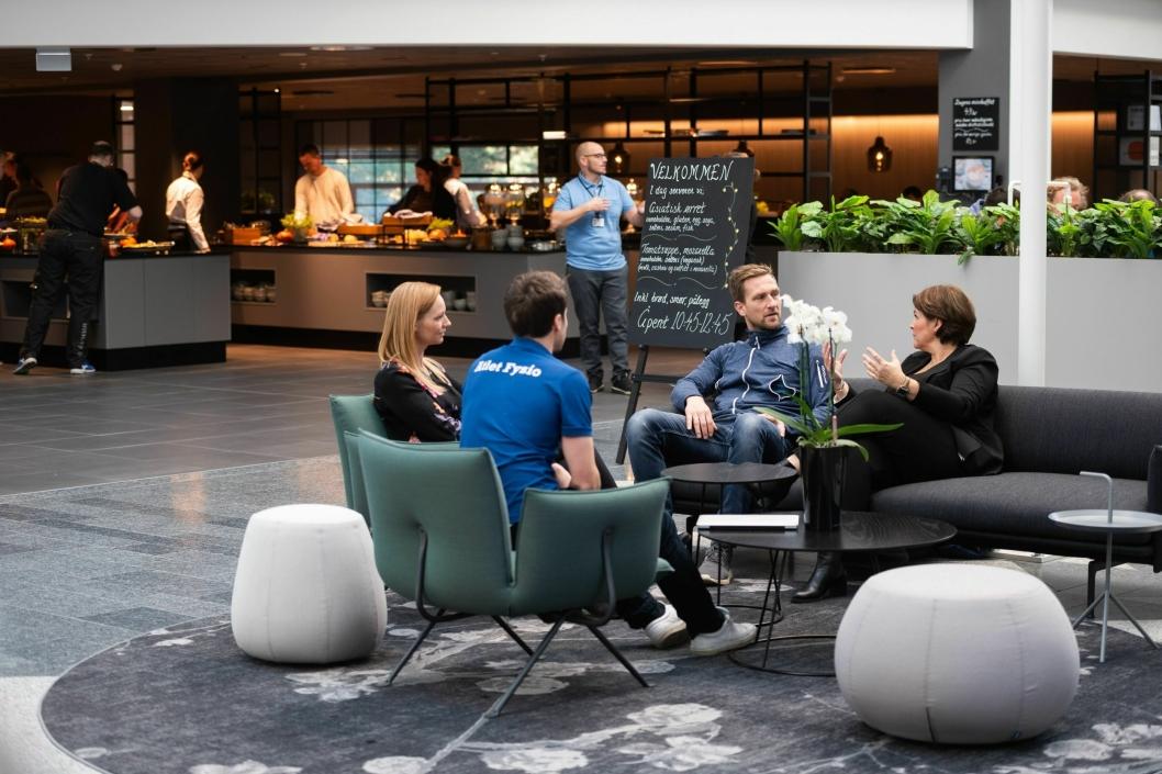 FLOTT MØTEPLASS: Kantinen har blitt oppgradert og brukes ofte som møteplass.