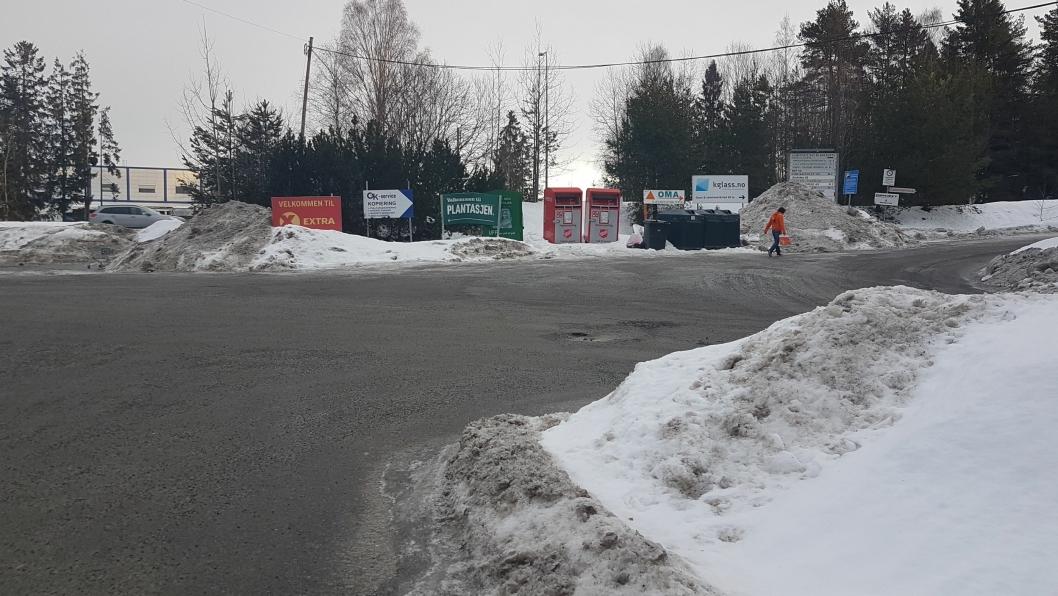 NY RUNDKJØRING: Her skal det bygges en ny rundkjøring. Den skal erstatte dagens T-kryss i Taraldrudveien, Sam Eydes vei og Sofiemyrveien. Foto: Yana Stubberudlien