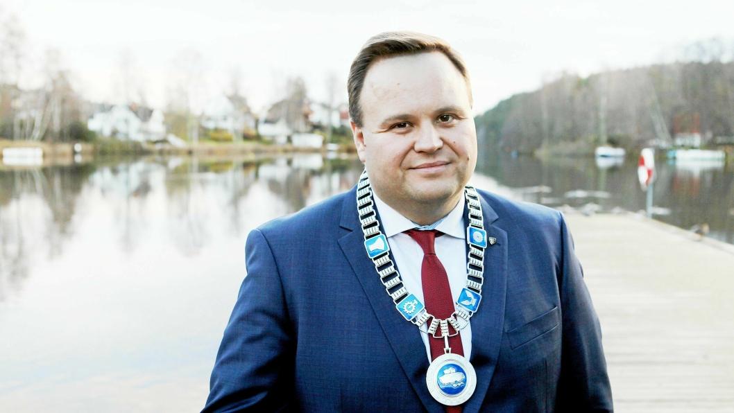 FRA OPPEGÅRD TIL NORDRE FOLLO: På bildet kan du se Oppegårds siste ordfører, Thomas Sjøvold (H), iført ordførerkjedet. Oppegårds ordførerkjede skal arves av Nordre Follo kommune fra 1. januar 2020.