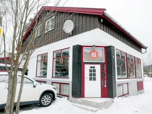 POPULÆRT MINGLESTED FOR UNGDOM: Hjørnet Ungdomskafé holder til i Kolbotnveien 26 på Kolbotn, like ved Oppegård rådhus.
