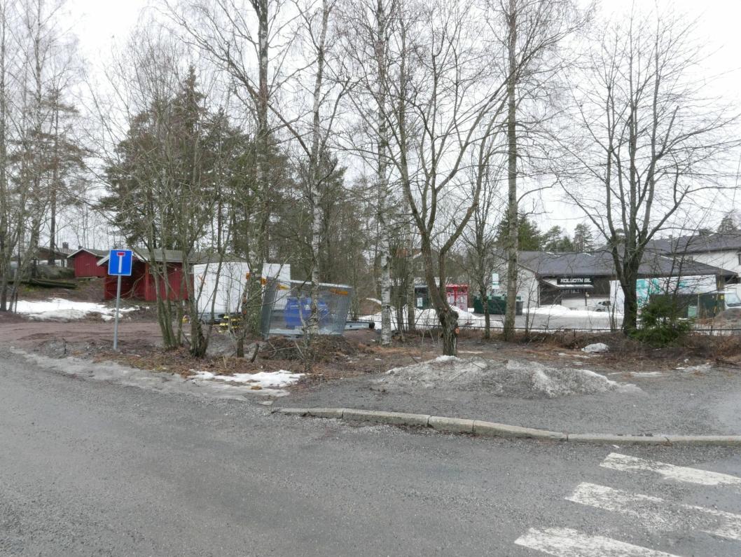 FØRINGER I DEN NYE KOMMUNEPLANEN: På bildet kan du se Henriksvei og deler av nabotomten i Holbergs vei 2, samt næringseiendommen i Sønsterudveien 26.