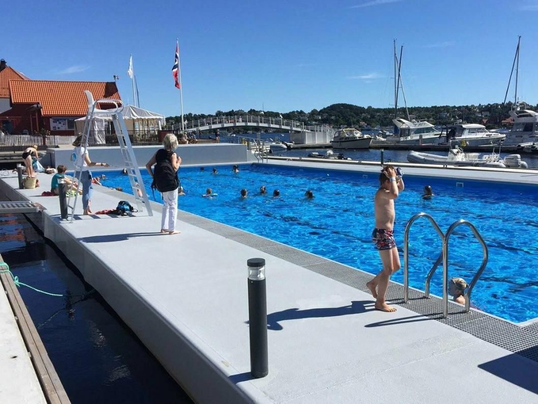 FLYTTENDE BASSENG I ARENDAL: Anlegget ved Arendal gjestehavn, videreutviklet det siste året, vil være et referanseprosjekt for flytende svømmebasseng på Kolbotnvannet, ifølge anbudsbeskrivelsen.