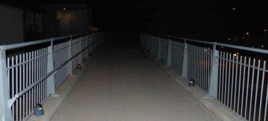 Etterlyser belysning på broen