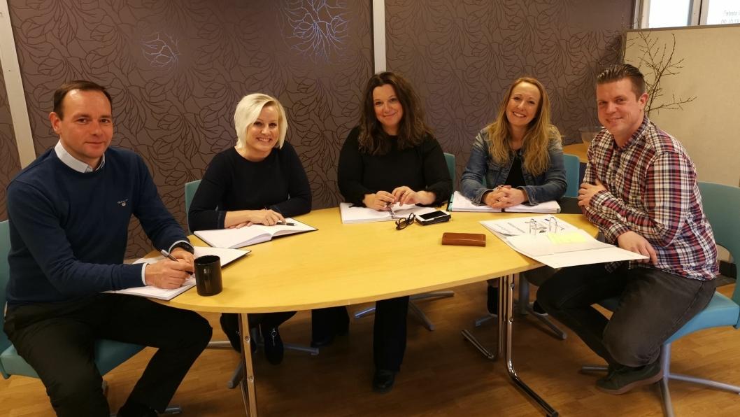 TEAM KOLBOTN: Denne gjengen hjelper folk i arbeid: Kjell Magne Olsen (f.v), Anne Mette Skolegården, Heidi Kristiansen Vobes, Tove Nilsen og Rasmus Larsson.