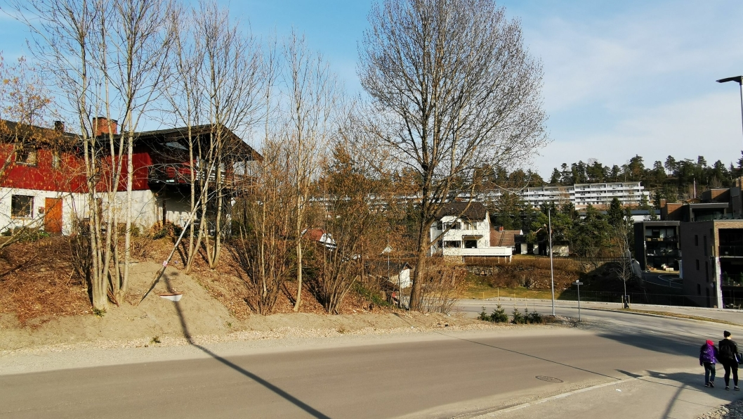 KAN BLI BYGGET UT: Området til venstre i starten av Fjellveien og adressen i Ormerudveien (i bakgrunnen) er foreslått innlemmet som en del av sentrum av Kolbotn.