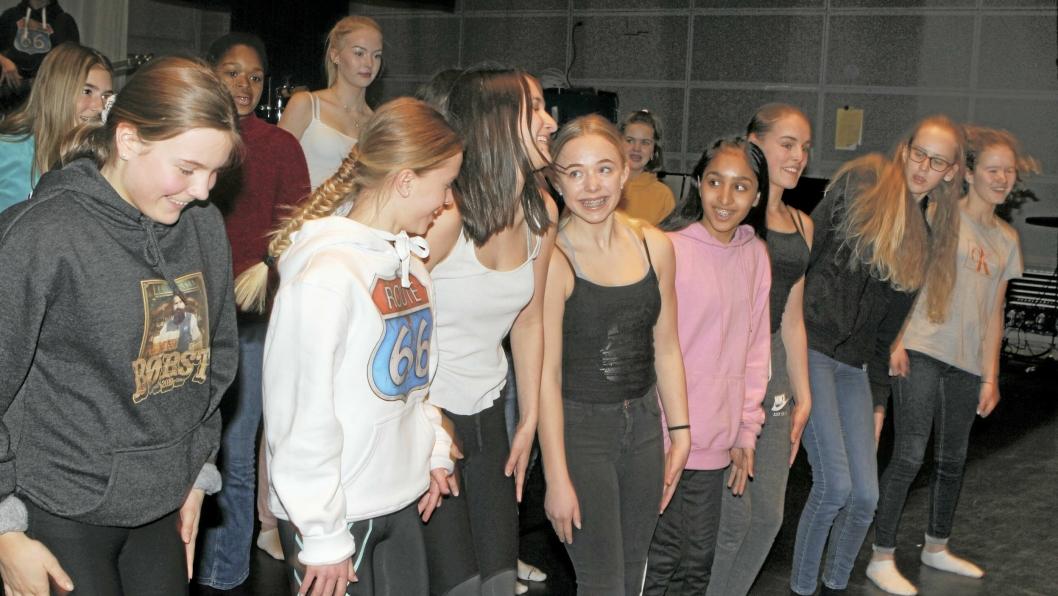 GOD STEMNING: Konsentrasjon, men også mange smil og spore da elevene i Fløysbonnmusikalen startet øvelsene i Kolben denne uken.