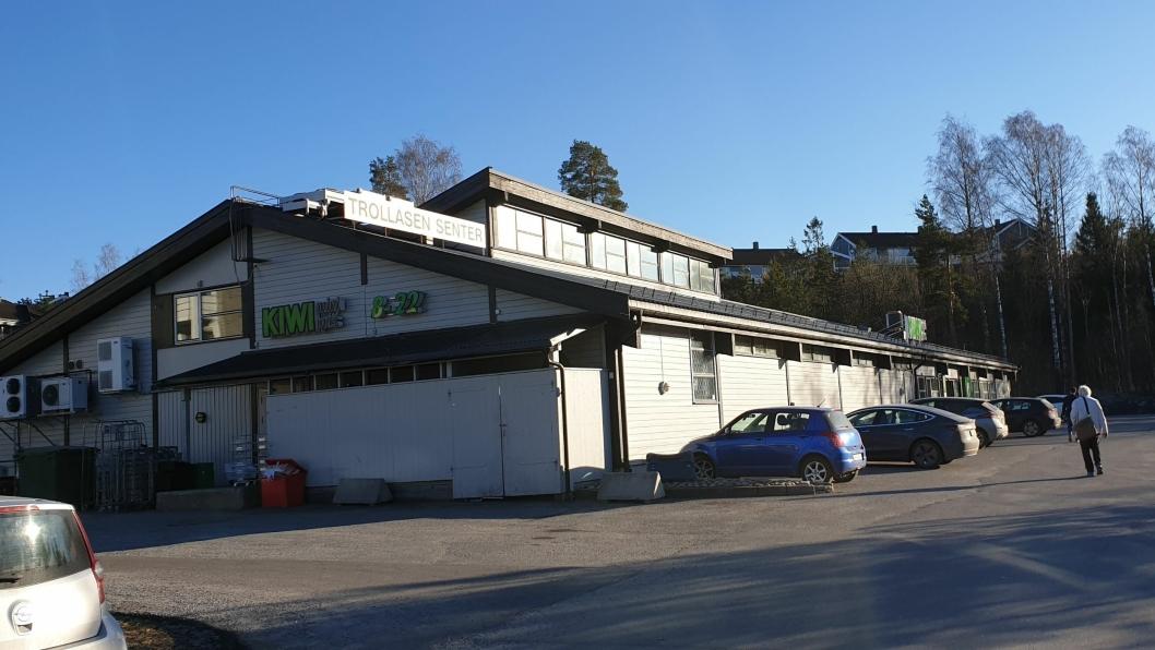 NY INNGANG: KIWI Trollåsen ble åpnet 28. november 1996. Snart skal butikken oppgraderes og utvides til det dobbelte. Inngangen til KIWi vil fortsatt være på langfasaden mot nordvest, men forskjøvet nærmere opp mot det nordvestre hjørnet av bygget.