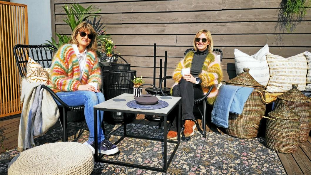 EKSPERTER: Sølvi Nyhus (t.v.) og Marina Iren Tunstad gjør suksess med interiørbutikken «det gledes» på Tårnåsen senter. Her gir de deg gode tips til å skape den perfekte uteplassen.