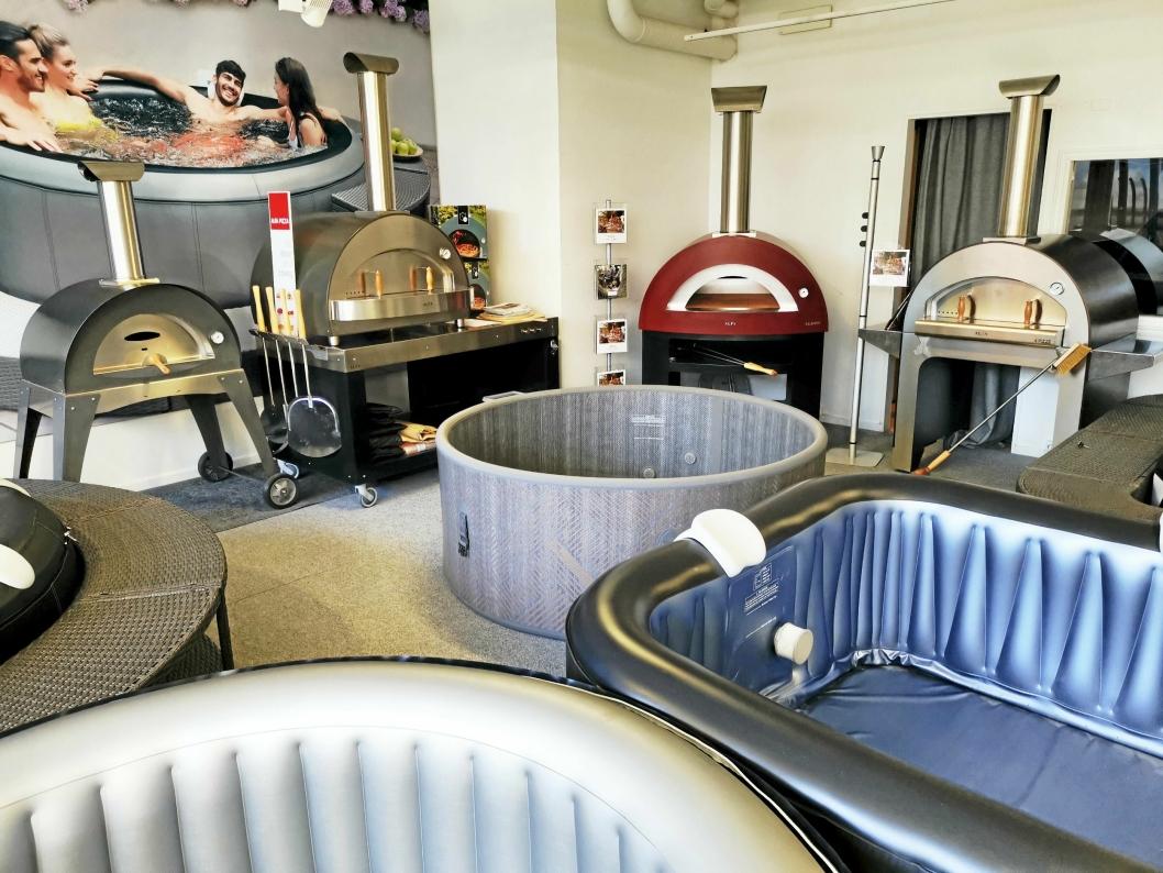 PIZZA OG BAD: Pizzaovnene har fått plass i showrommet i Edvard Griegs vei sammen med de velkjente boblebadene til Mspa.