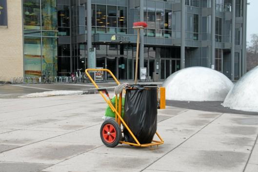 RYDDING: Møt opp foran Kolben hvis du vil være med på søppelaksjonen.
