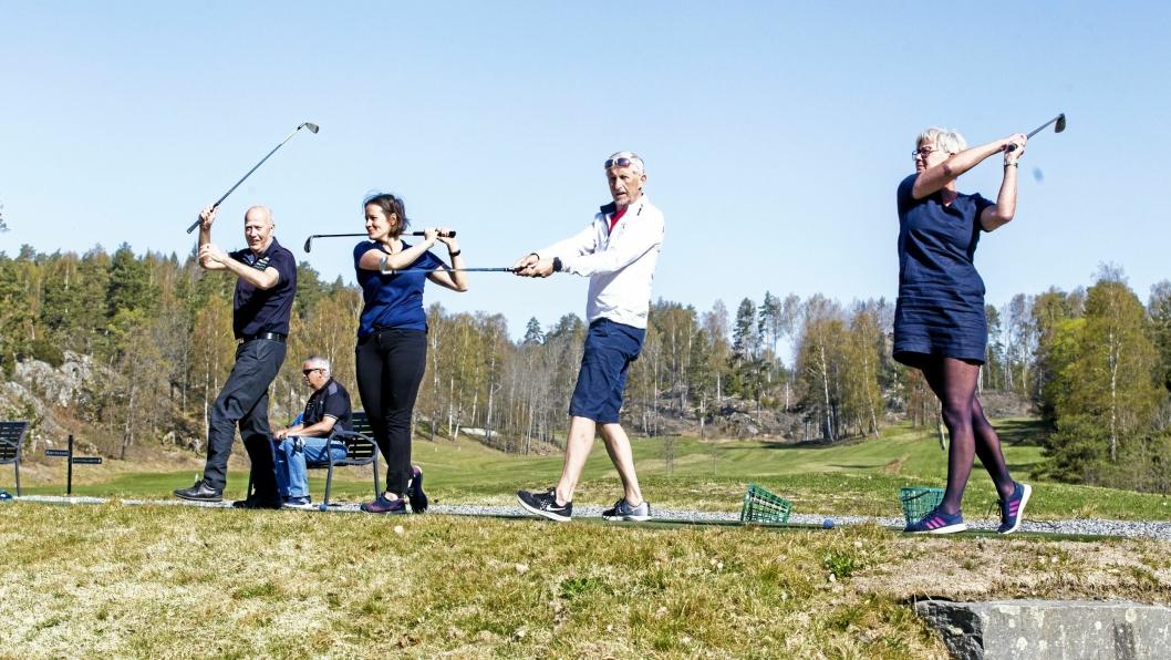 SLÅR ET SLAG FOR FOLKEHELSEN: Representanter for Nordre Follos fire golfklubber på driving Rangen på Gjersjøen. Fra venstre: Sander Lund, formann i banekomiteen på Krokhol GK, Gabrielle Drageseth, styreleder Gjersjøen Golfklubb, Bjørn Forsmo styreleder i Ski Golfklubb, og Lise Furnes Søgaard, styremedlem i Oppegård GK.