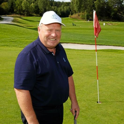 Kjell Arne Bratli er daglig leder på Gjersjøen golfklubb, og har allerede hatt åpent i to og en halv uke.