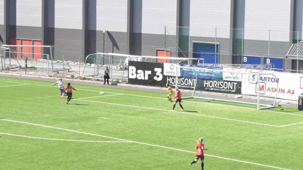 SCORING: Her scorer Isabell Herlovsen Kolbotns første mål mot Arna-Bjørnar i helgen.