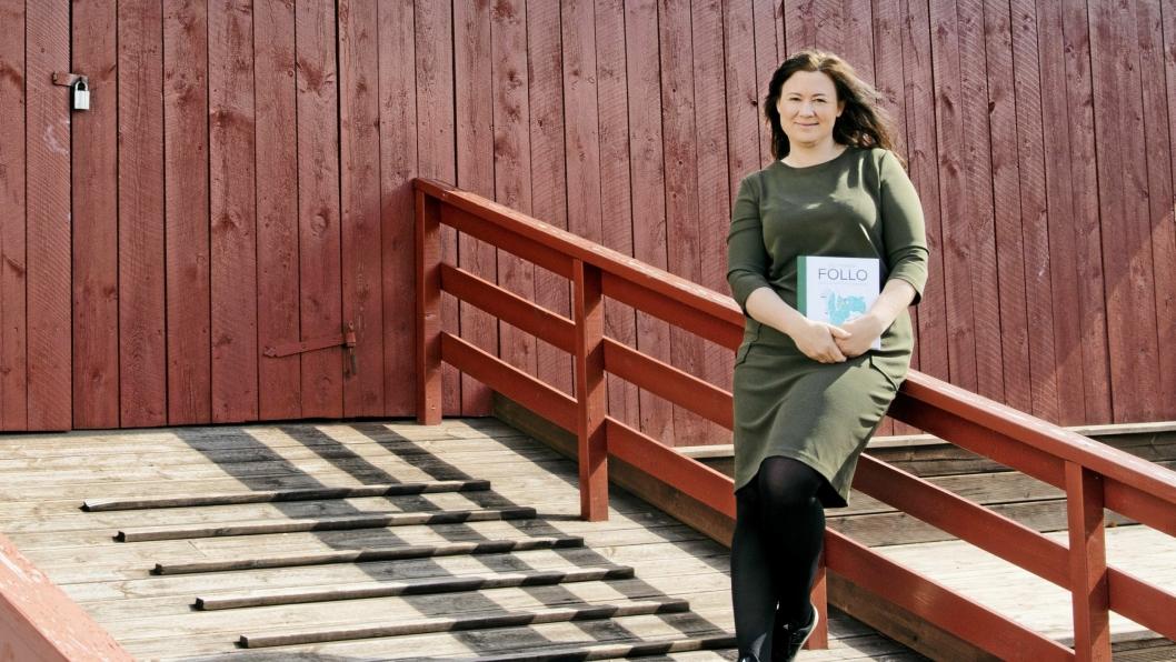 JOBBER MED SIN TREDJE BOK: Fotograf Lene Imbsen har debutert som skribent i 2007 med sin første bok «Liv for natten» om overnattingssteder i hele Norge. I 2015 ble hennes andre bok utgitt. «Det finnes i Follo» er en guidebok om lokal mat og kortreiste opplevelser i Follo.