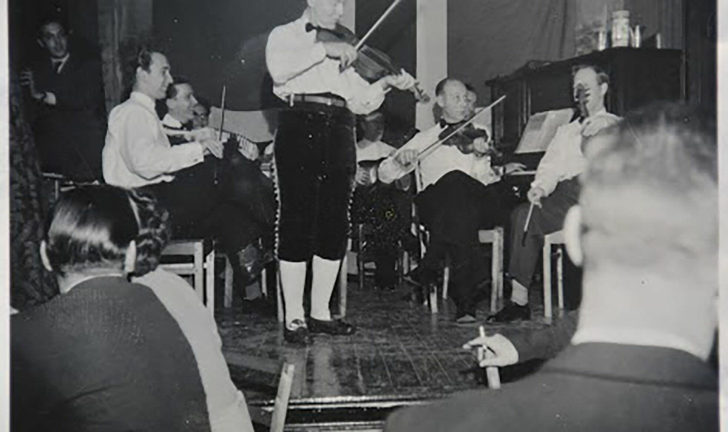 VELHUSET: Det har i alle år vært aktiviteter på Fjelltun. Bildet er fra et arrangement i 1949.